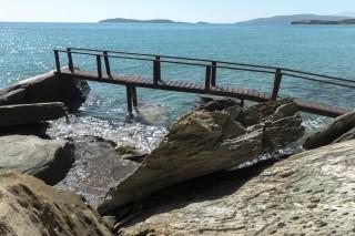 beach aneroussa hotel access