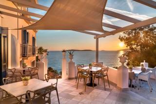 breakfast-aneroussa-hotel-balcony